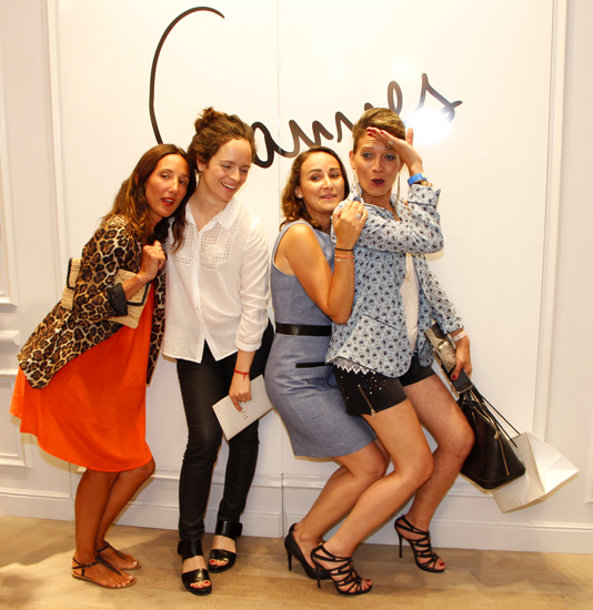 Une amie, la directrice marketing Claudie Pierlot, Sophie Isla et AblaCarolyn